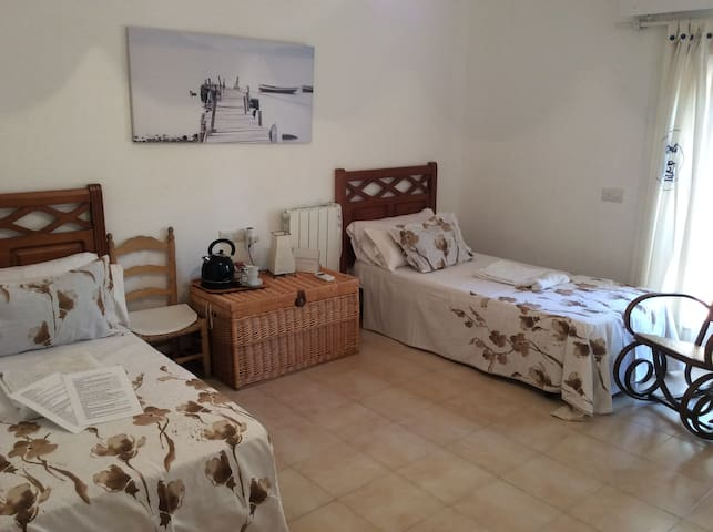 BLUE DORMITORIO-ROOM. - Aguadulce - Bed & Breakfast