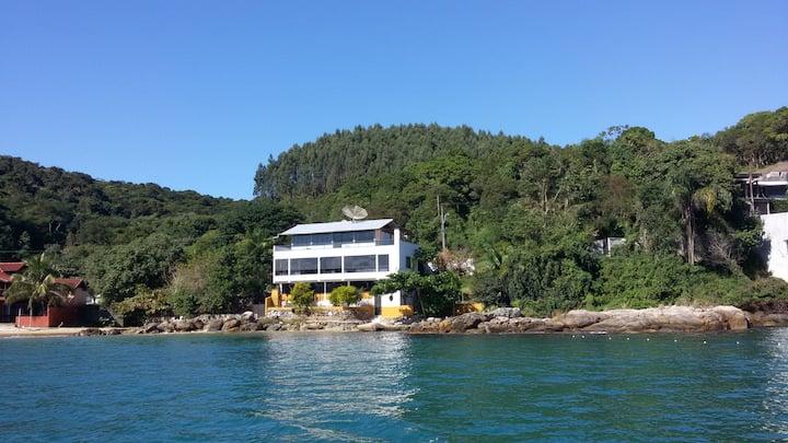 Residencial Frente ao Mar na Praia do Araça.