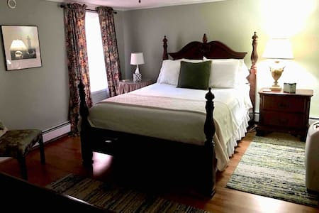 Cozy, Private 1st Floor Apartment in Historic Home