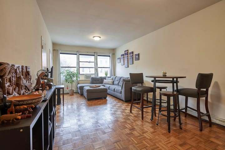 Private Room in Spacious Apartment with Patio!