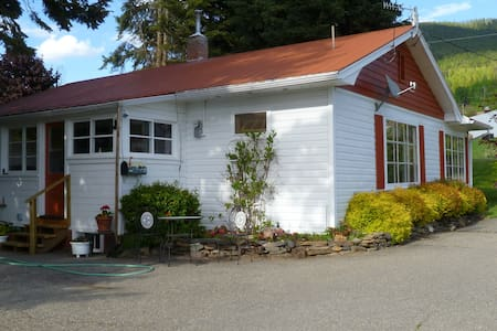 2BR Guest House On Cherry Farm