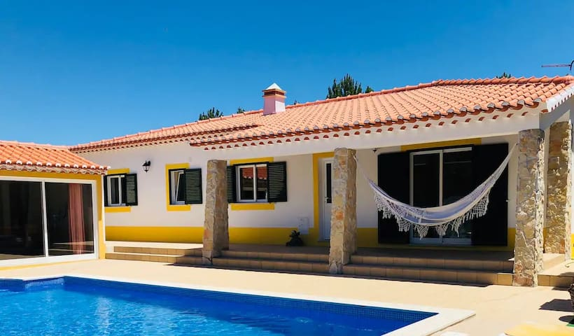 Great villa with spacious garden and private pool