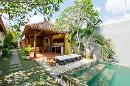Balangan Beach B&B 1 - South Kuta - Bed & Breakfast