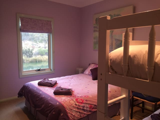 Garrigill Bedroom B2 (3 nights min) - Crackenback - Hus