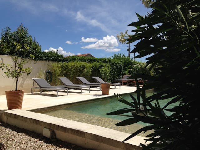 House with swimming pool in Provenc