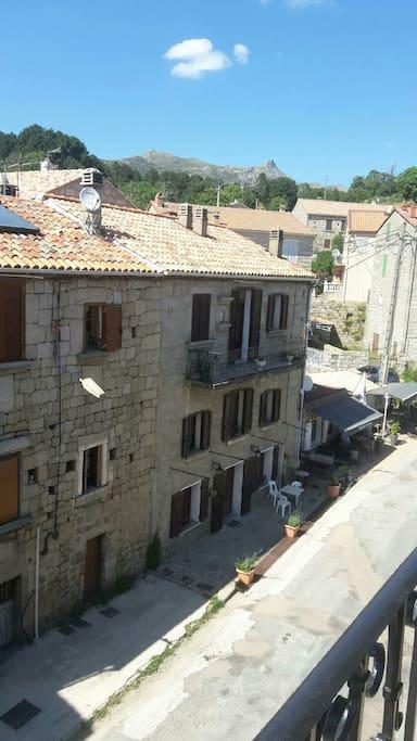 la rue principale du village