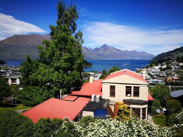 Cosy room in cottage house - great views - Queenstown - Haus
