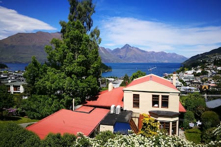 Cosy room in cottage house - great views - Queenstown - House