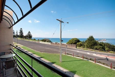 SEA VIEWS Central 2 Bed Apartment - Portland