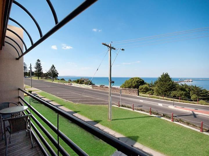 SEA VIEWS Central 2 Bed Apartment