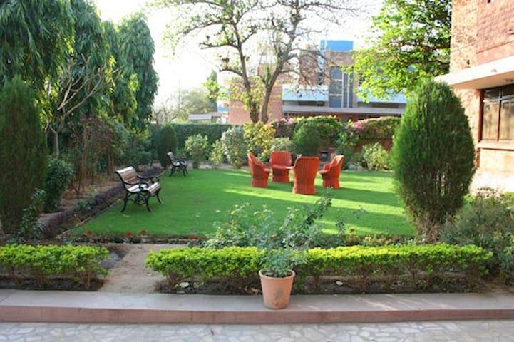 An elegant twin room in a quiet part of Jodhpur - Jodhpur - Villa