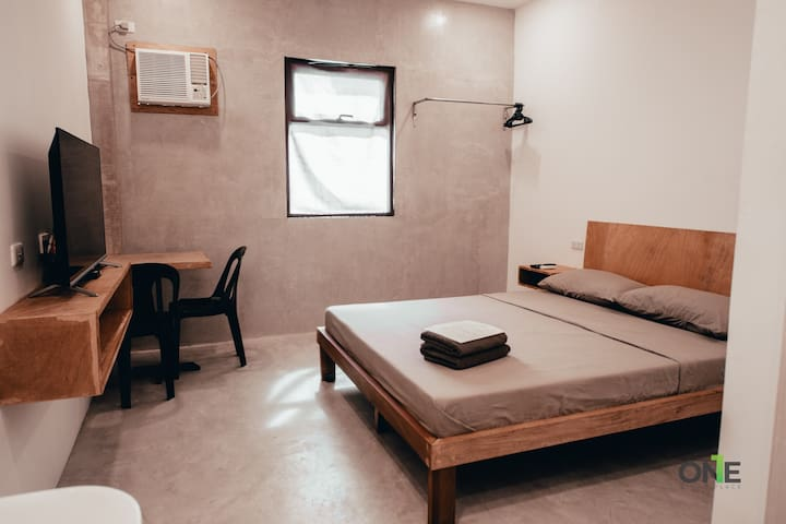 Queen Bed Suite with Fast Internet in Biñan
