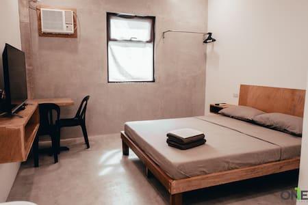 Queen Bed Suite 11 w/ Fast Wifi & Netflix in Biñan