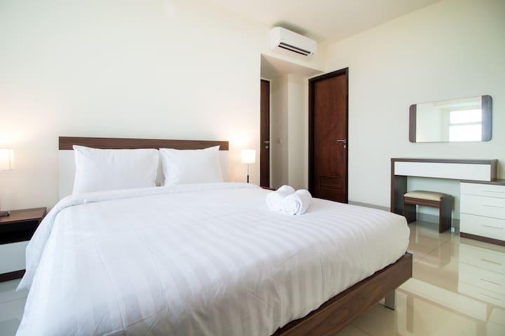 2BR Strategic Sherwood Apartment by Travelio - Kelapa Gading - Apartament