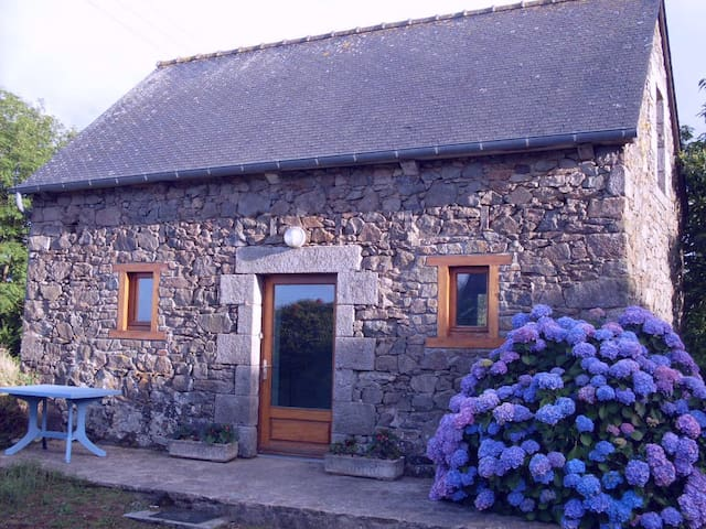 Small country house - Plouëc-du-Trieux - Rumah