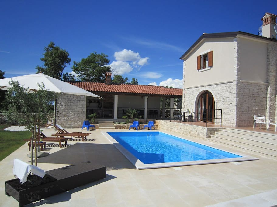 Histra - villa with pool and enclosed landscaped garden