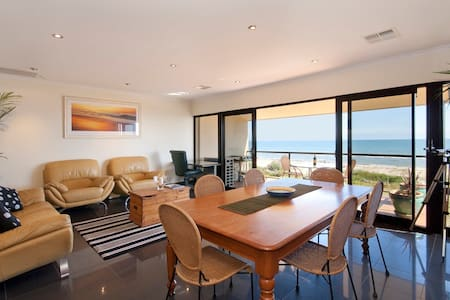 Aquarius Stunning Direct Beachfront - West Lakes Shore - Apartamento
