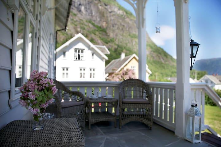 Solvorn Gjestehus, Loft Double - Solvorn - Wikt i opierunek