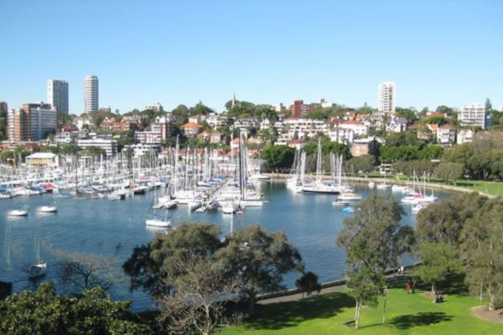 Set in stunning Rushcutters bay, 20mins walk to the CBD/ Opera House/ Woolloomooloo Wharf/ Potts Point and Darlinghurst eateries