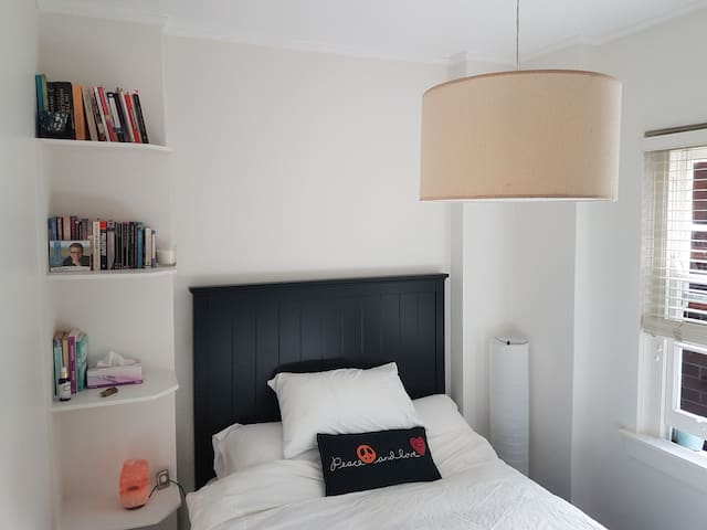 Rose Bay bliss..cozy double bedroom in chic space