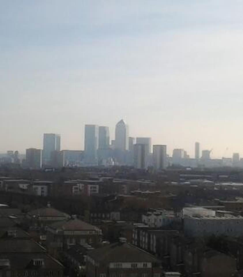 EAST LONDON PENTHOUSE APT DOUBLE RM