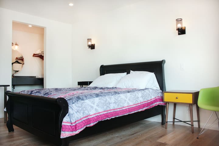 STUDIO 30 ~ Remodeled Motel Room in Koreatown