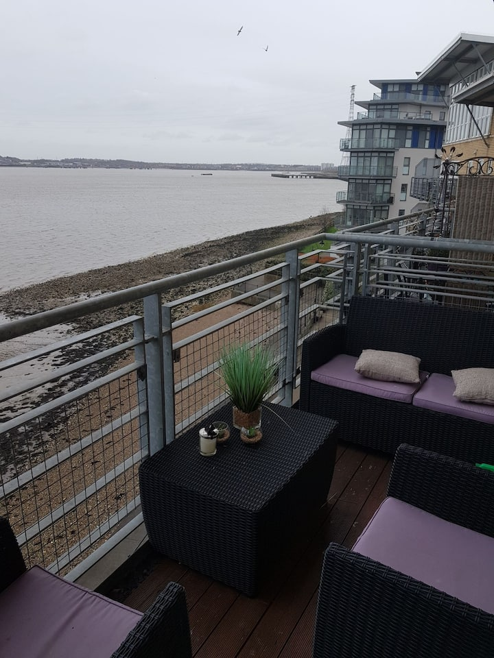 Penthouse and chill with an amazing river view