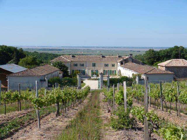 Chambre Familiale Charente Maritime - Saint-Thomas-de-Conac - Oda + Kahvaltı