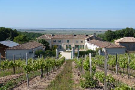 Chambre Familiale Charente Maritime - Saint-Thomas-de-Conac - Bed & Breakfast