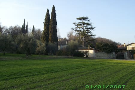 2/4 sleeps, peaceful location - Salò