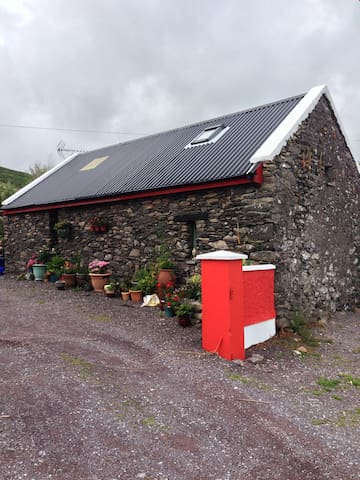 Charming Restored Stone Cottage - Dingle - Leilighet