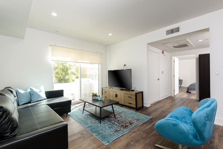 UNIQUE 2 BED+ 1 BATH APARTMENT IN WEST LA