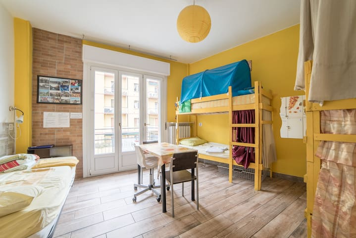 yellow1 -3 min walking from station - Parma - Bed & Breakfast