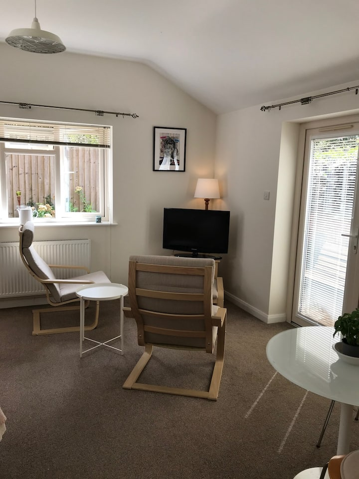 Peaceful, Private Apartment in Witney.