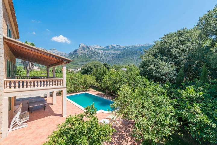 Villa with pool and view – Finca Can Guixe