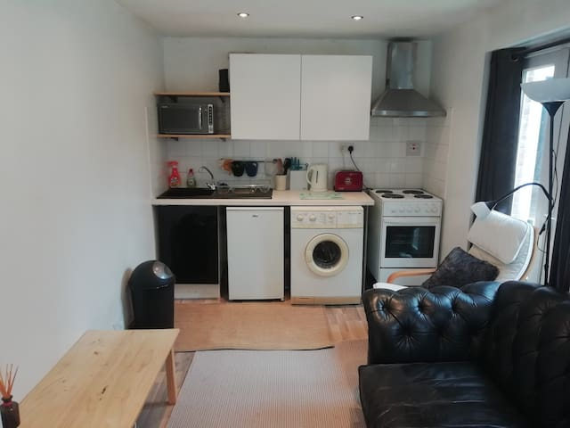 Self contained Apartment 5 min from Luton airport