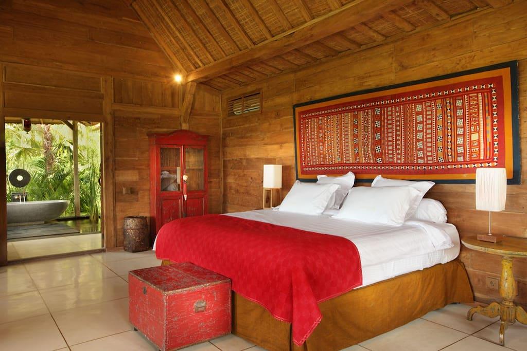 Hindu view Queen bed