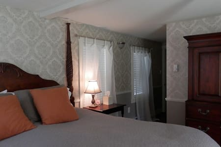 Historic B & B in charming village. - Warner - Bed & Breakfast