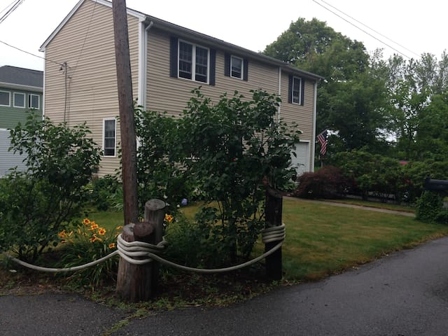Front of the house.  Dead end street. Parking in the driveway.
