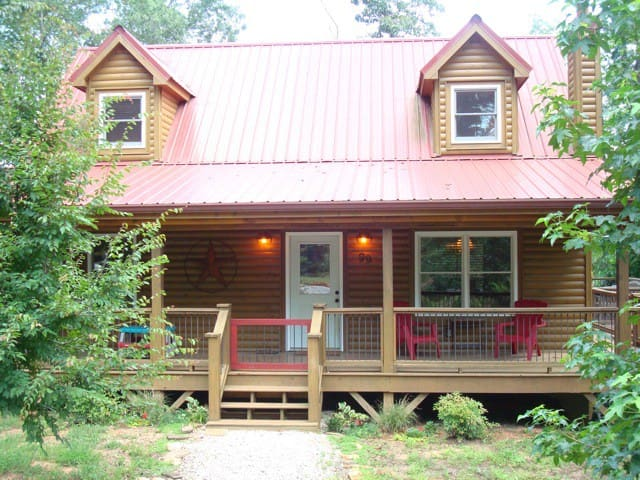 Lone Star Creekfront Cabin, fun! - Martin - House
