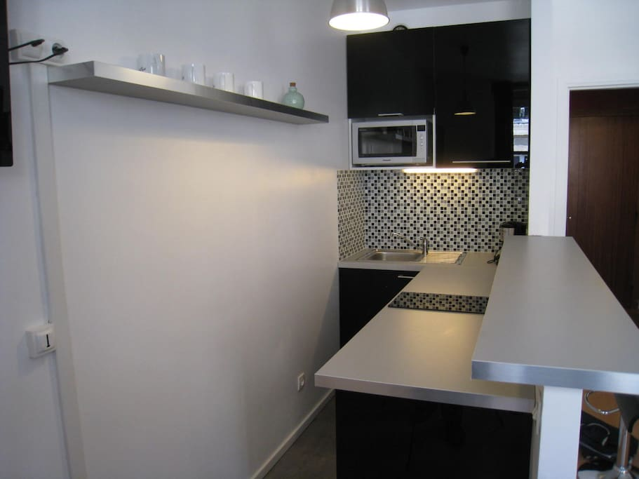 kitchen corner with real oven, and full equipement