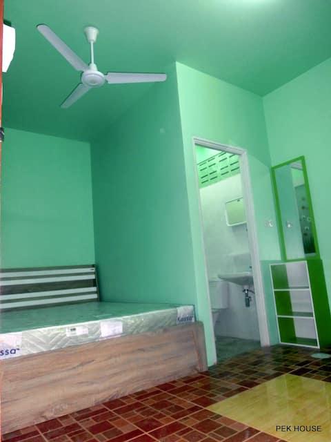 PEK HOUSE fan room(Nearest Hostel to Rassada pier)