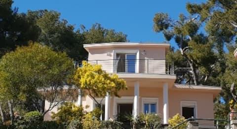 Magnifique villa vue mer et cap Canaille
