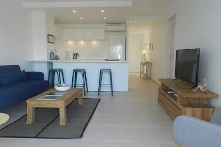 Orient Bay Beach perfect location 2 bedrooms unit