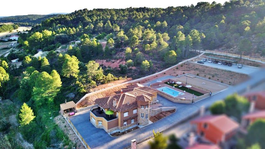 Villa with 7 bedrooms in Villalba de la Sierra, with wonderful mountain view, private pool, enclosed garden