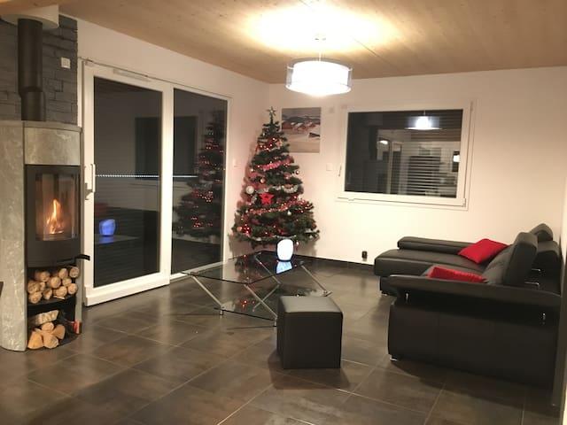 Grande maison moderne en bois de 150 m2. - Métabief - Casa