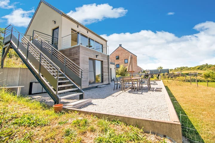 Brand new villa with phenomenal view, two terraces and very large garden