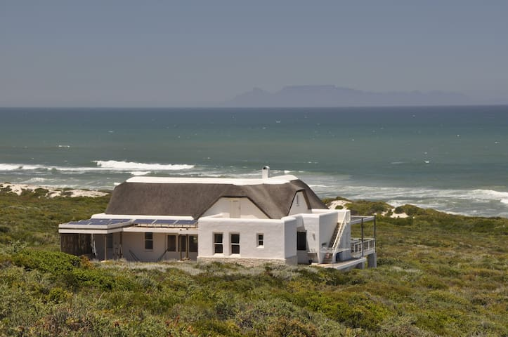 Stay in a Private Nature Reserve with beach front - Yzerfontein - Haus