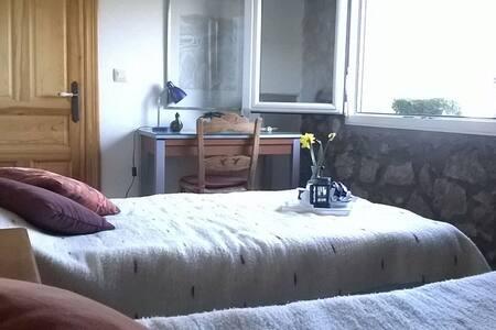Room LOS CASTAÑOS - LAS VISTAS - Solares - Casa