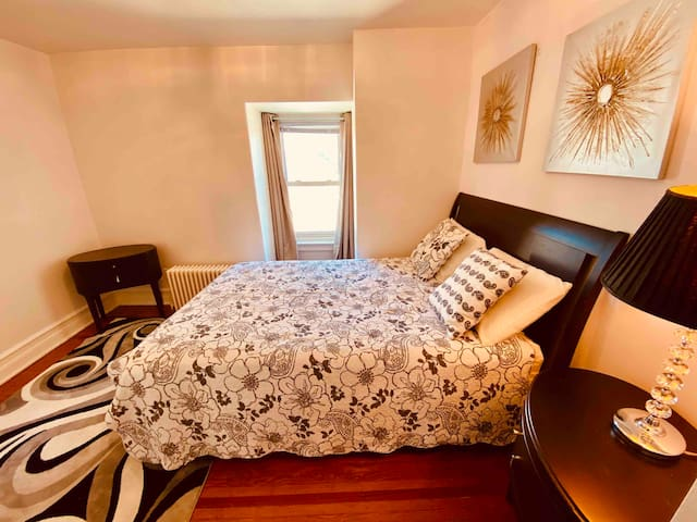 Cozy 1BR APT in Westend Sleeps 4 & Free Parking